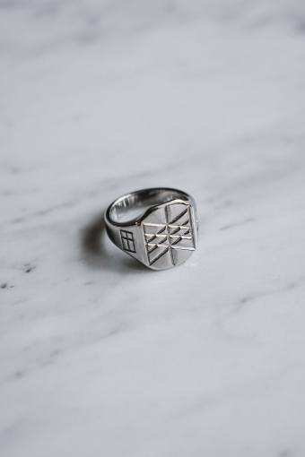 Web of Wyrd Signature Ring Silvertonet.